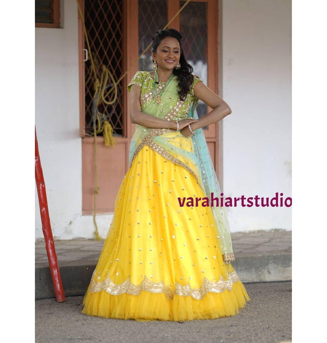 Beautiful anchor Suma kanakala  in Varahi's Ensemble .. Styled by: ppriyankasaha jananda. 2021-05-21