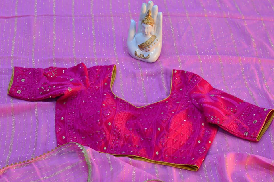 Baby pink pure Georgette sare paired up with hot pink chikankari blouse. Price : 4300/- To order contact us on whatsapp : 9701673187 2021-05-22