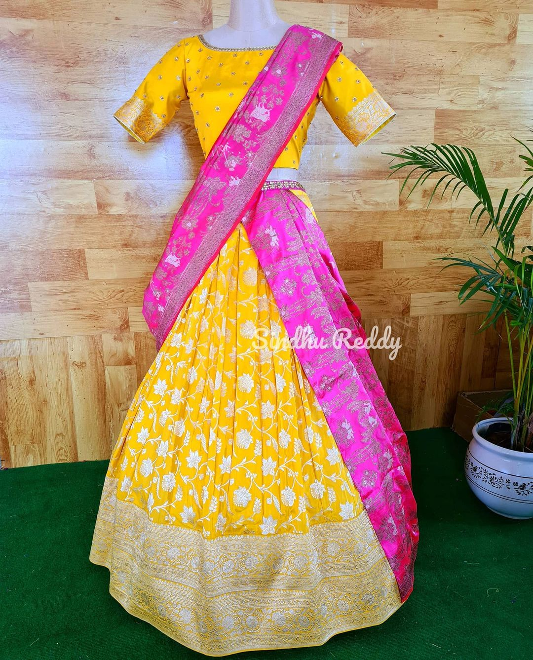 Magnificence of a Banarasi Lehenga.  If you are enthusiastic about wearing a wedding Lehenga that is not heavy but rather still looks lofty at that point a Banarasi silk Lehenga is your go-to decision! 2021-05-22