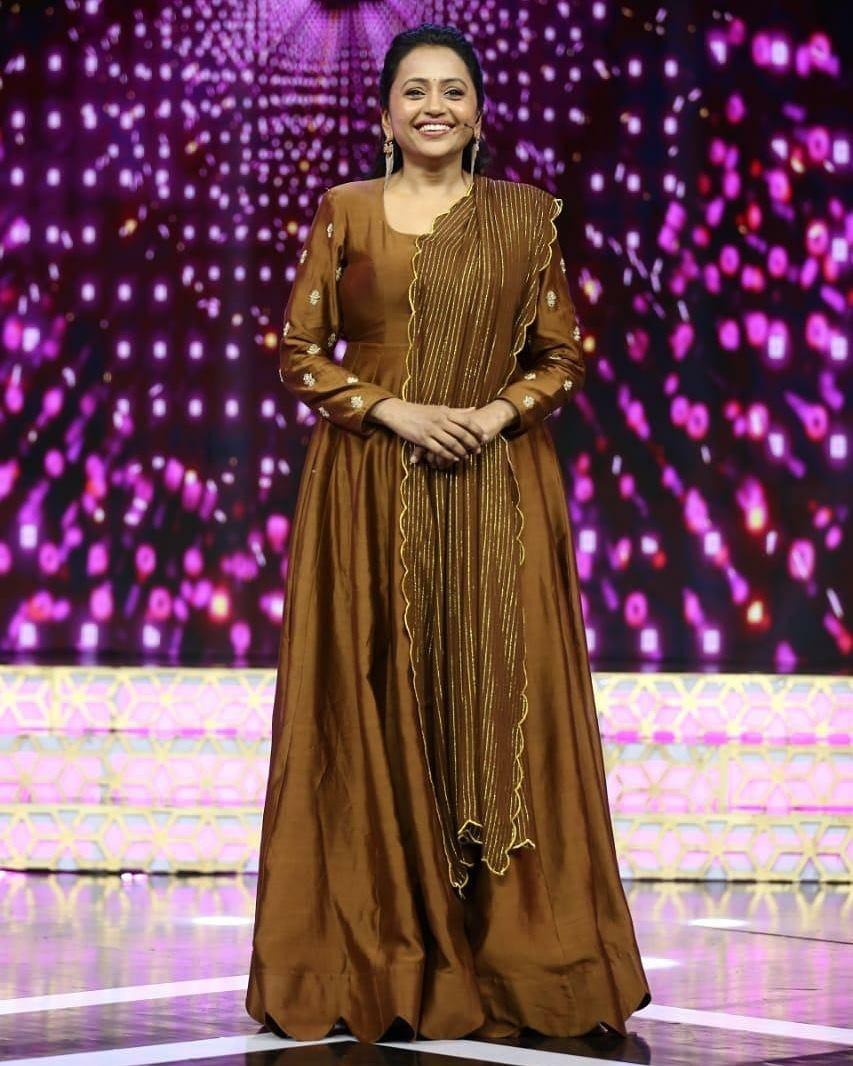 Beautiful anchor Suma Kanakala in floor length dress by Ssindhura reddy. Styled by Priyankasaha jananda . 2021-05-24