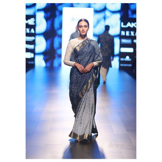 charismatic natural light and dark Indigo Bandhini Saree. 2021-05-25