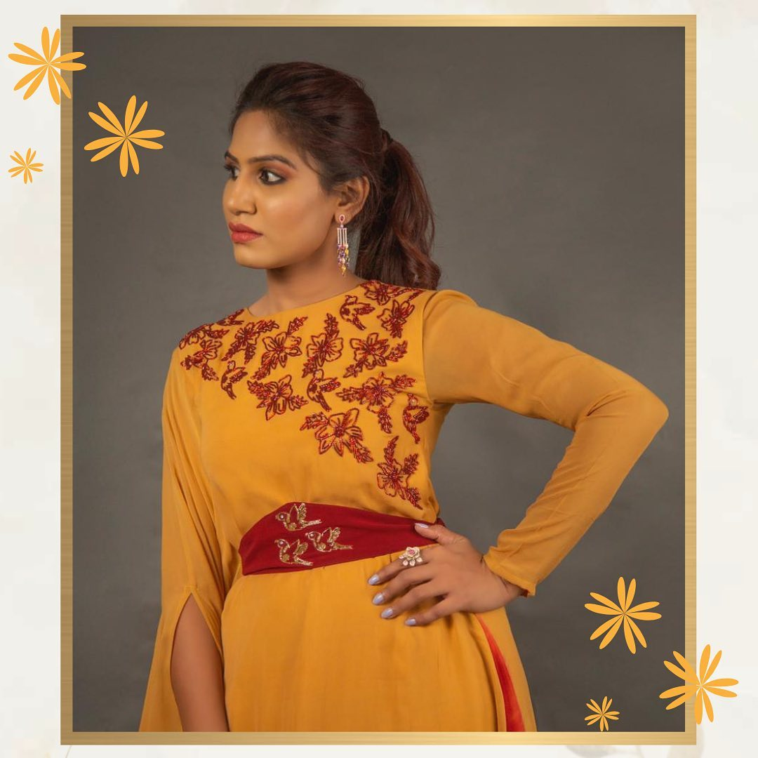 Another stunning outfit a mix of yellow and red! So flowery and so royal. The perfect outfit for all your occasions.. 2021-05-25