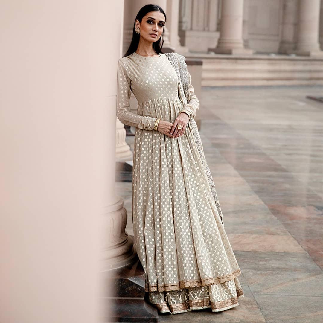 Gorgeous benarasi floor length ananrkali with full sleeves. 2021-05-26