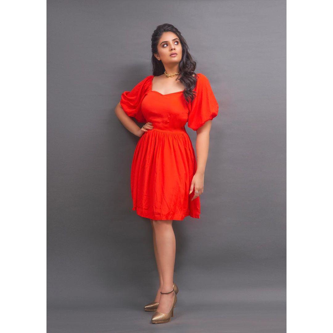 Beautiful actress Sreemukhi in red knee length dress. 2021-06-01