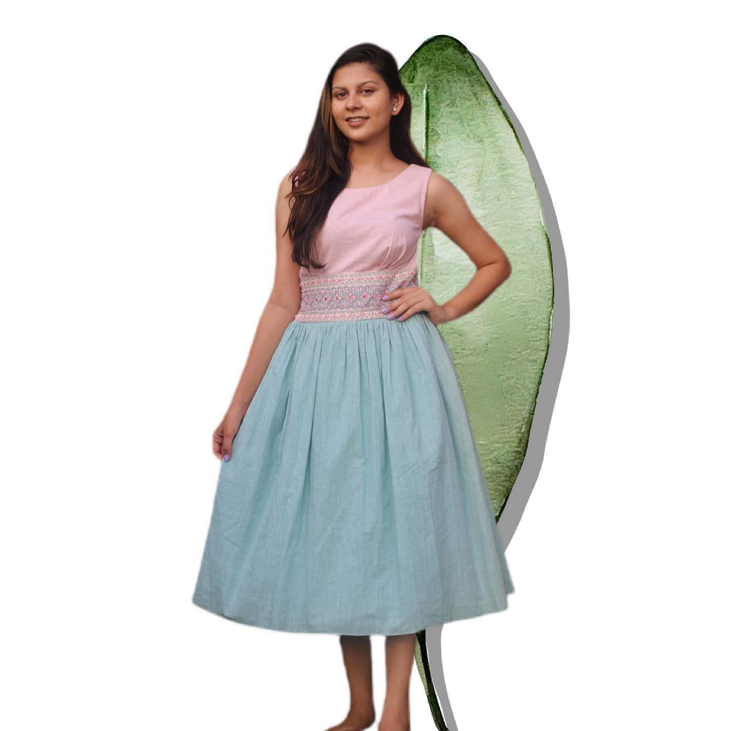 This embroidered cummerbund colour- blocked dress with two yummy pastel colours makes for the perfect summer dress! 2021-06-11