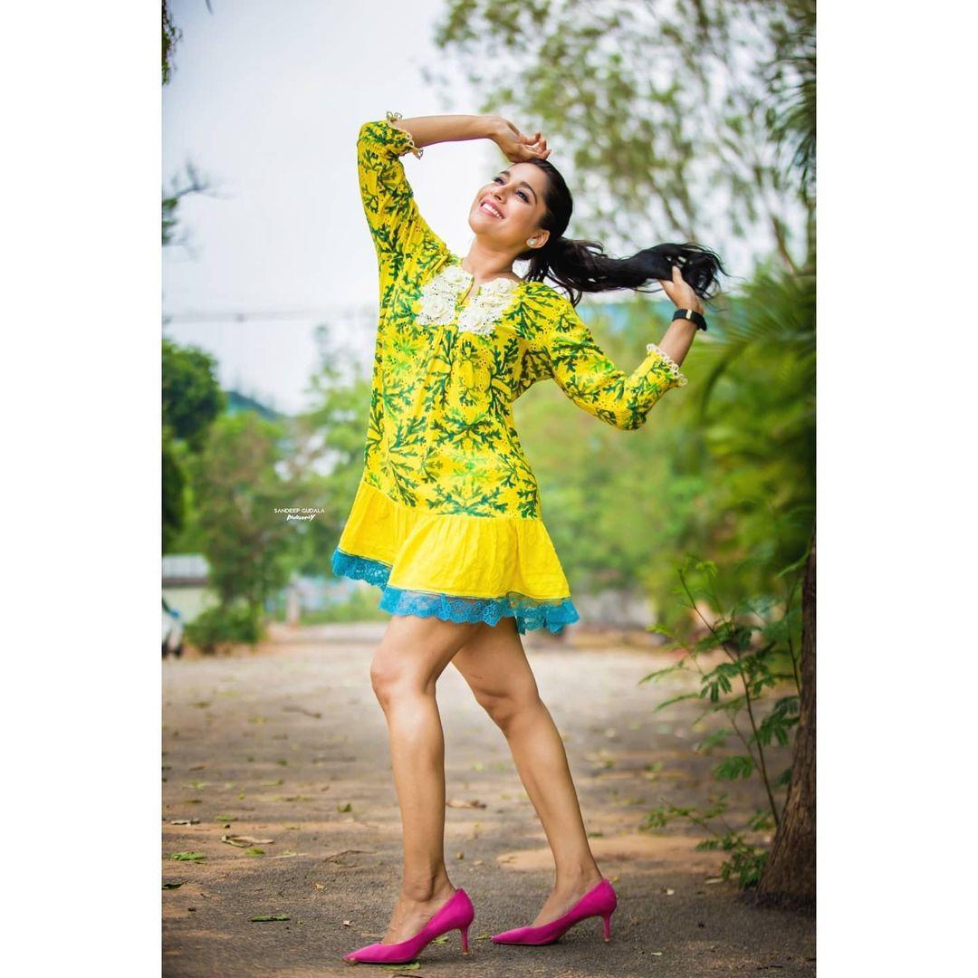 Beautiful actress Rashmi Gautham in knee length dress. 2021-06-12