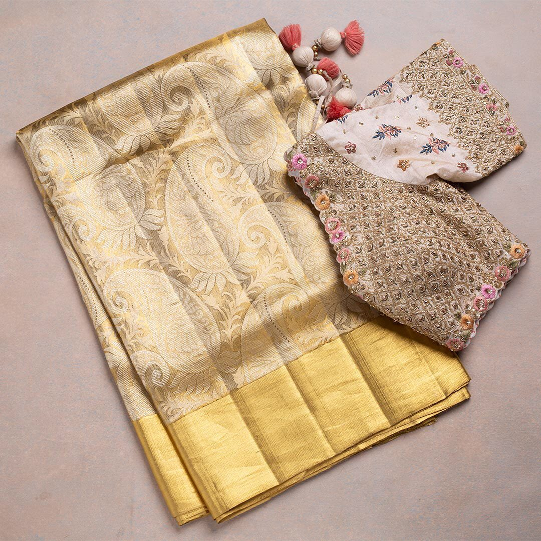 Against a luxurious colour palette the silken yarns are weaved together by the master craftsmen! Exquisite decors of gold zari to enhance the traditional look of the saree. - Worldwide free shipping Contact : 00919845922959 Email: Esales@samyakk.com Product Code: SR25451 2021-06-14