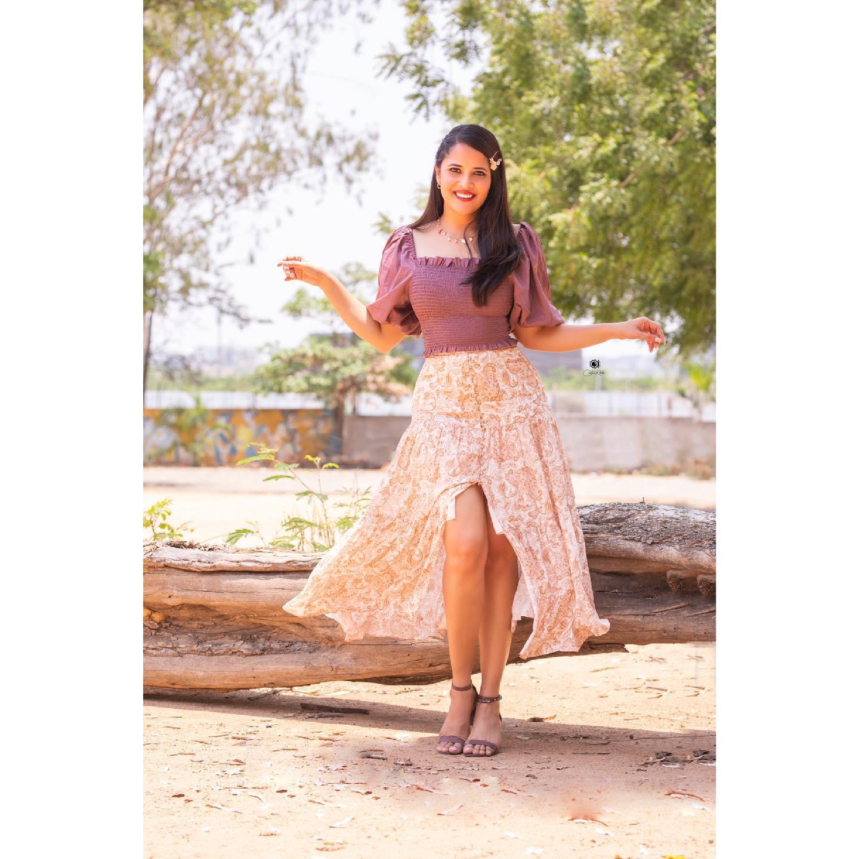 Beautiful actress Anasuya Bardwaj in floral slit skirt and crop top. 2021-06-18