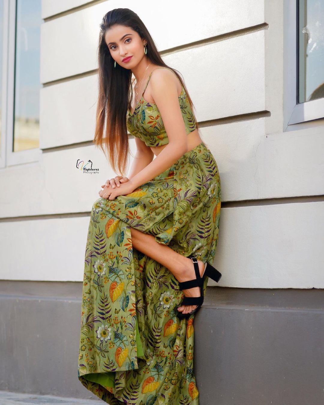 Beautiful actress Deepika Pilli in green floral slit skirt and crop top. 2021-06-18