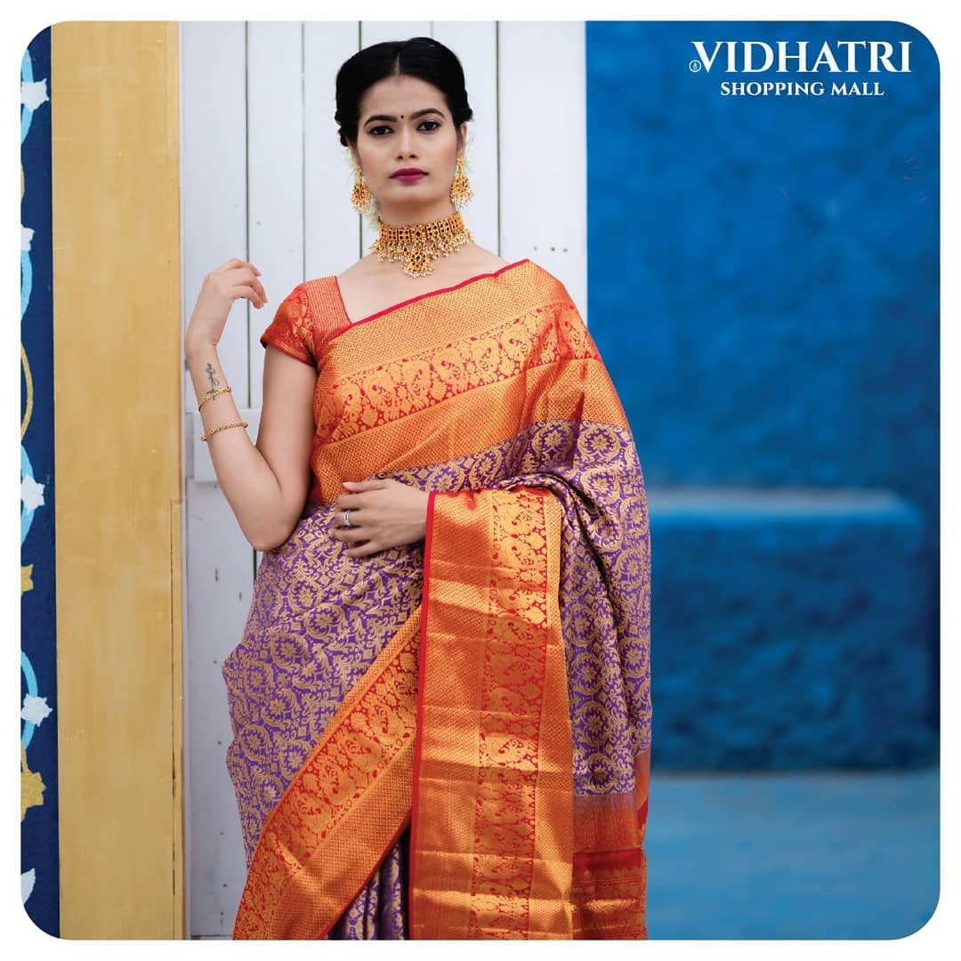 Dripping radiance in gold tones. Locked in bright and rich color tones with heavenly zari motif work all over.  Apt for the sunshine season.  For orders: +91 73963 82067 2021-06-20