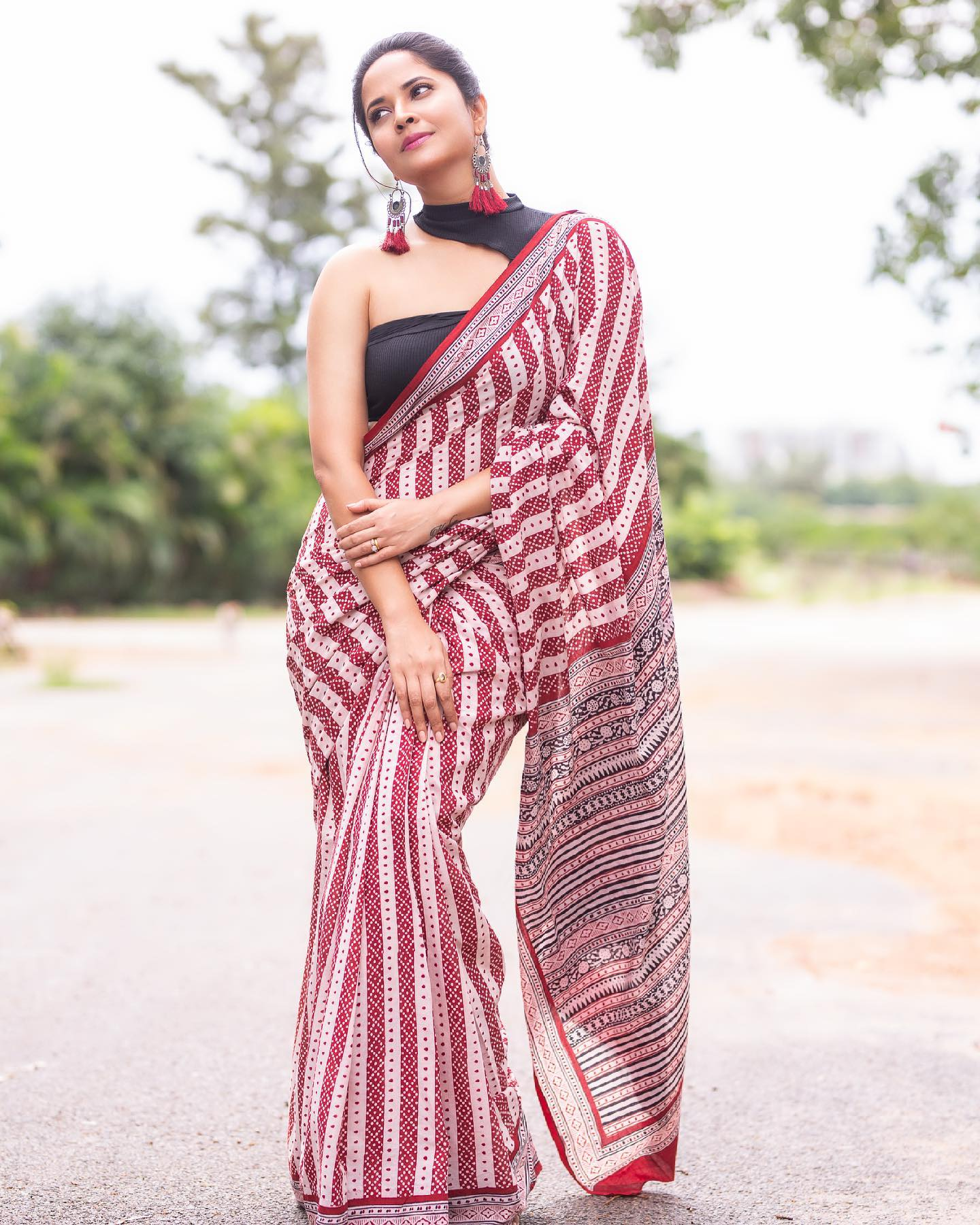Beautiful actress Anasuya in designer saree and halter neck blouse.  2021-06-26