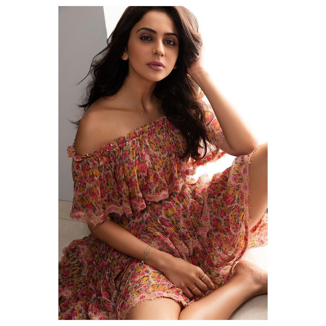 Beautiful actress Rakul Preet Singh in off shoulder floral dress. 2021-06-27