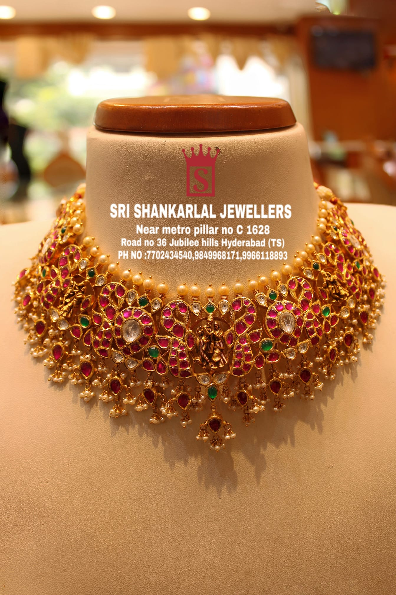 Latest kundan Necklace in light weight and heavy looking JEWELLERY Please visit us on video call 7702434540 9849968171 996118893 to see more collection 2021-06-29