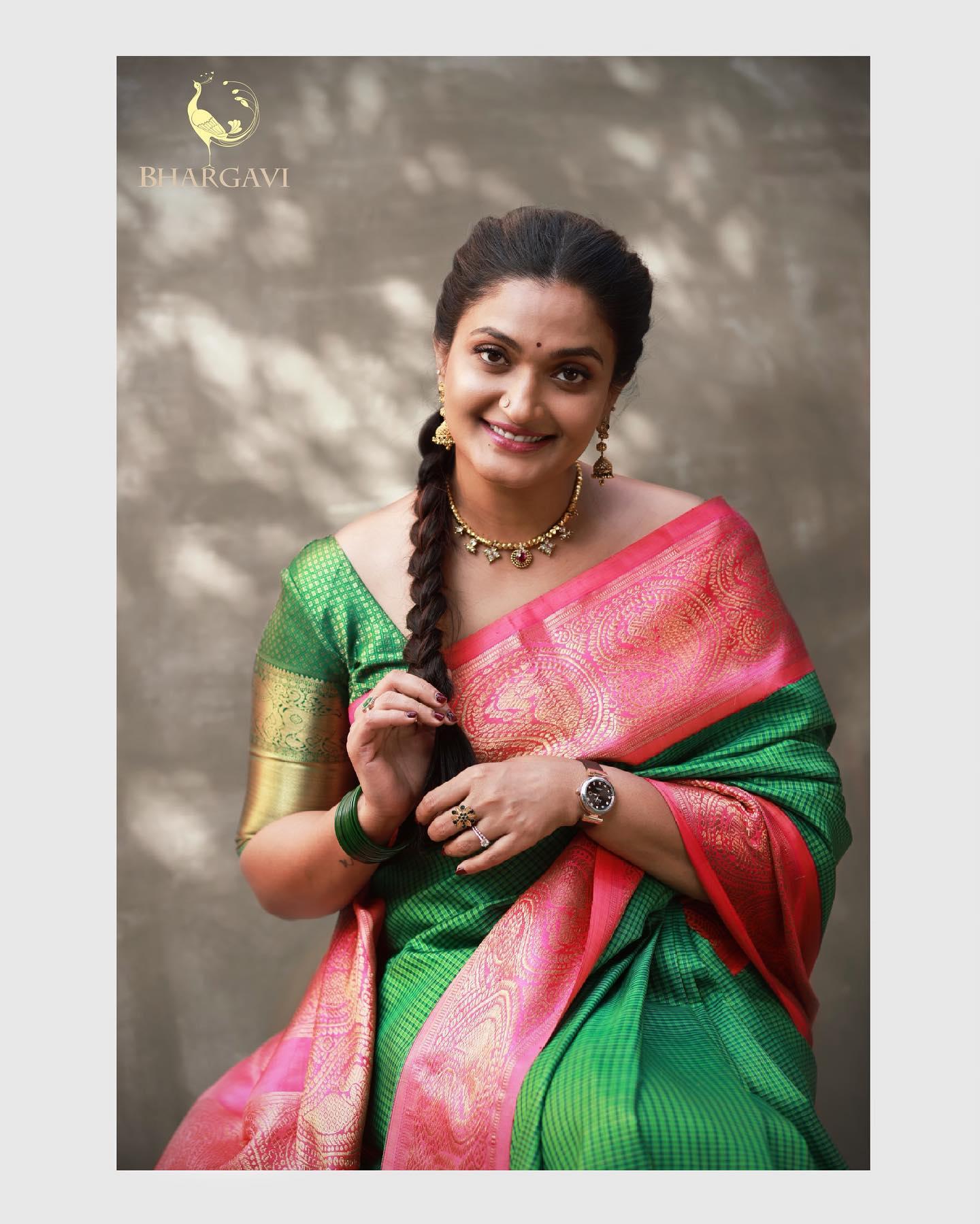 Beautiful bottle green and pink color combination silk kanchi pattu saree. 2021-07-04