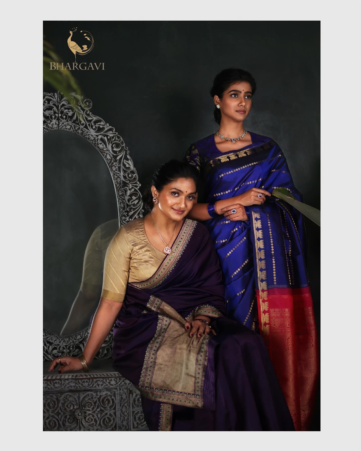 Beautiful deep and royal blue color kanchi apttu or Kanjeevaram saree. 2021-07-06