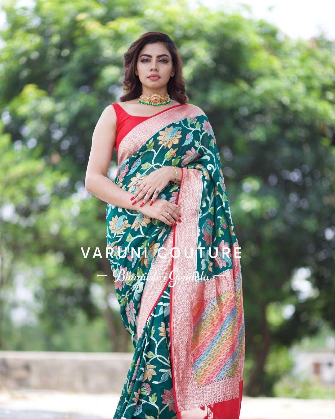 Adorn this gorgeous meenakari master piece . Stunning green color Meenakari saree. 2021-07-09