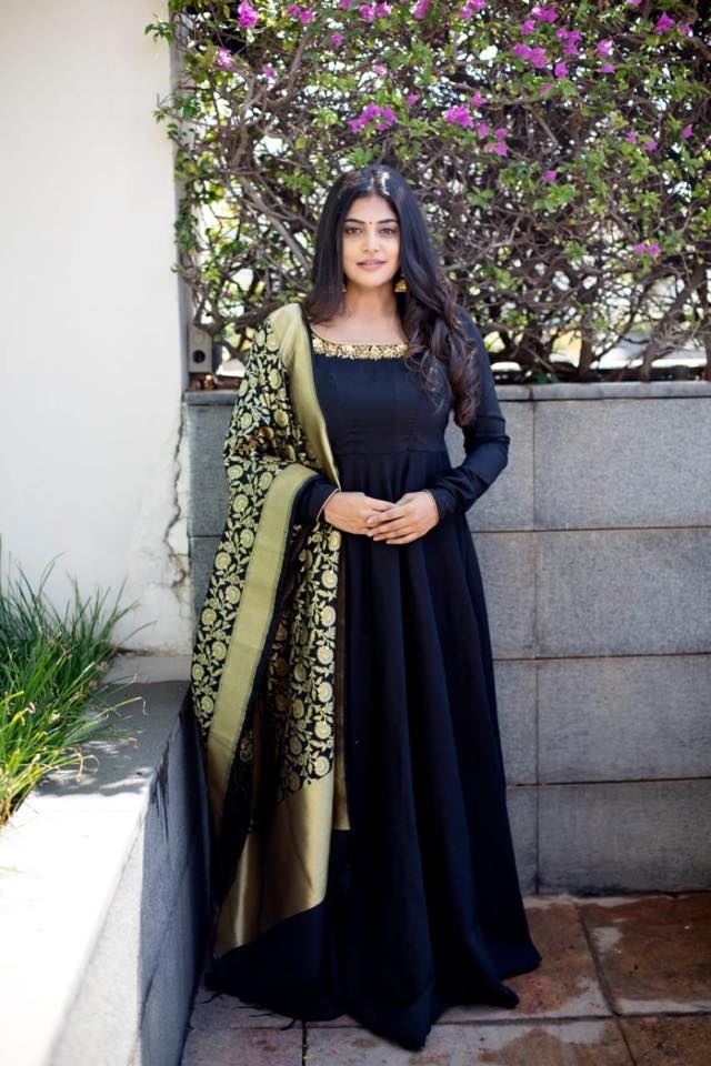 Black anarkali. .  Gorgeous black anarkali paired with banaras dupatta. . . Can be customised in different colours. Duppatta design will vary. Place your orders now!  For orders & queries please whatsapp  on  9952093562 or Reach  on 044 4262 4085 . 2021-07-10