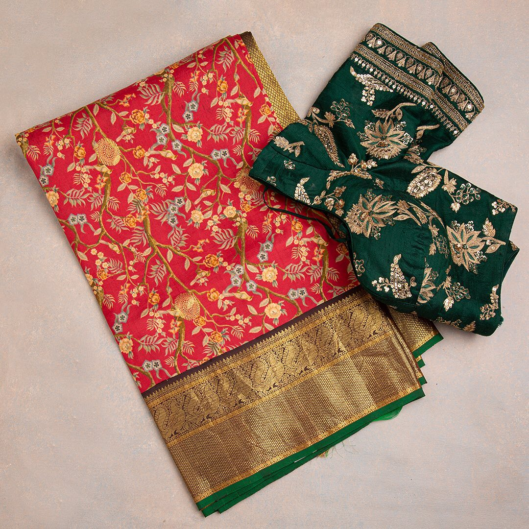 A truly artistic piece from the master weavers of Kanchipuram commingling art with traditional elements makes an eccentric drape.  Worldwide Free Shipping Contact : 00919845922959. Email: Esales@samyakk.com Product Code: Oi00040. 2021-07-13