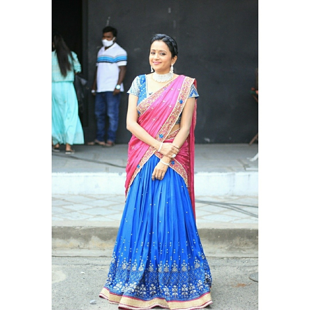 Beautiful actress Suma Kanakala in powder blue and pink color combination halfsaree. Lehenga and blouse with hand embroidery work.  2021-07-15