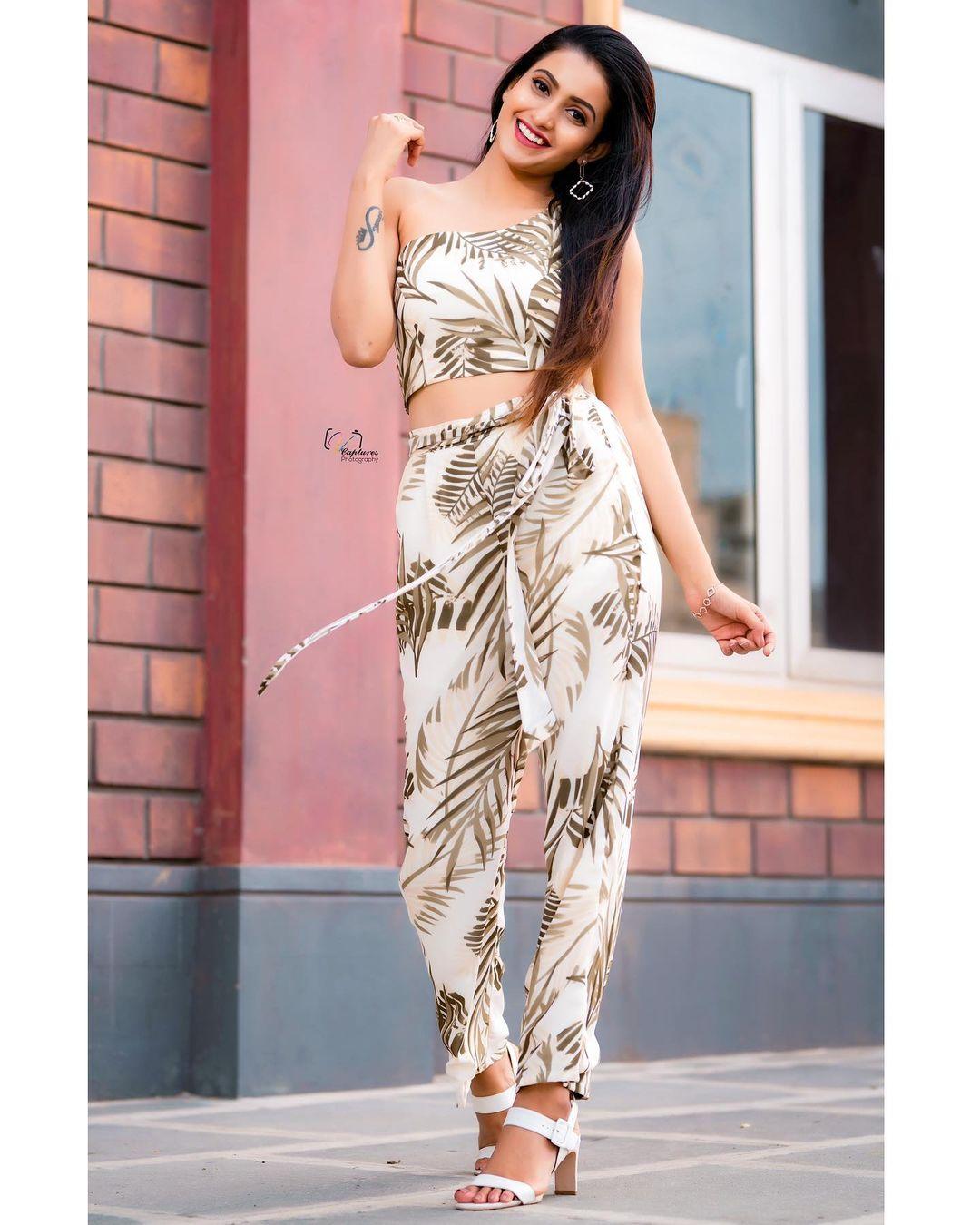 Glitter in the sky glitter in her eyes. Beautiful Deepiika pilli in  Jahnavi varma outfit. 2021-07-15