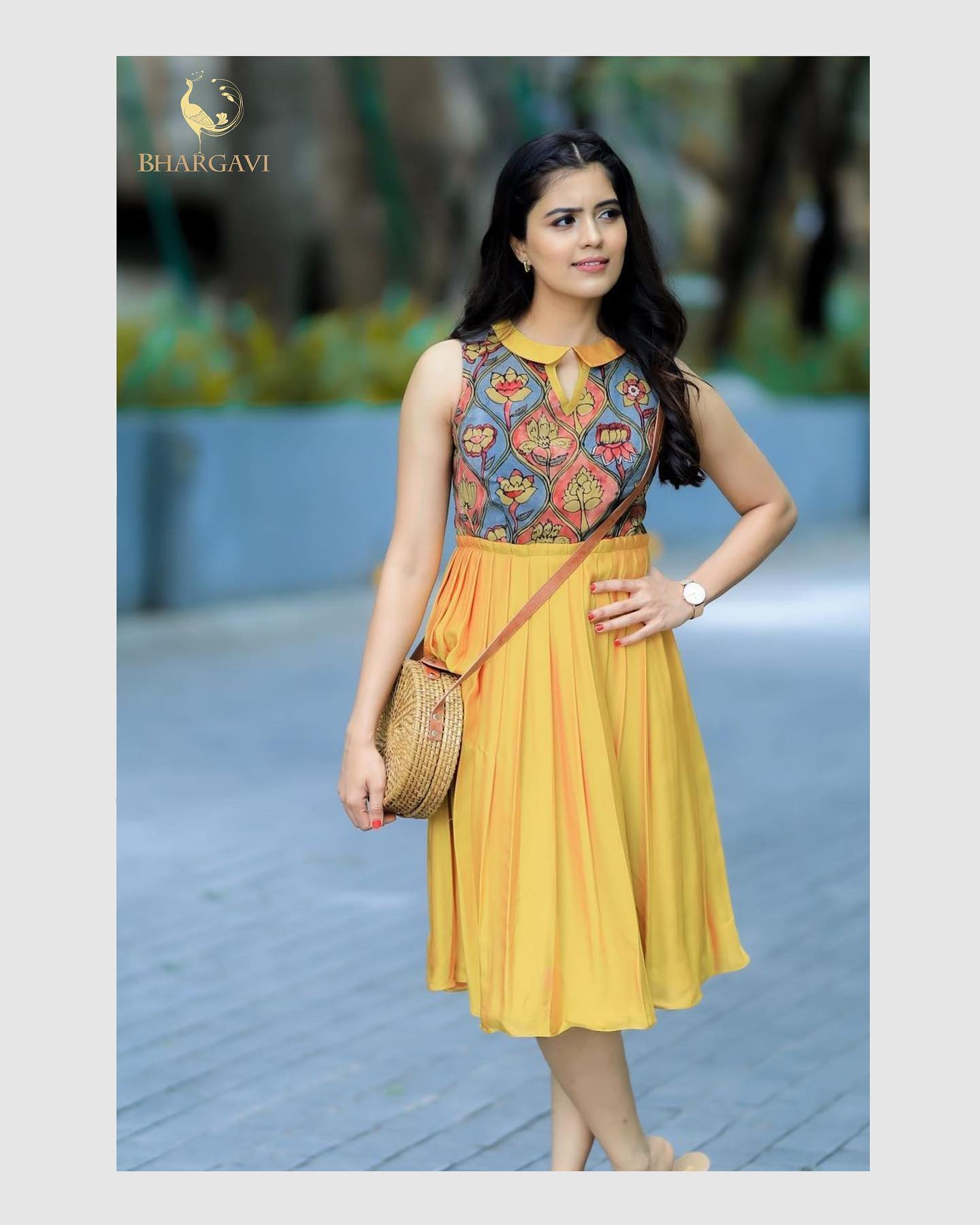 Radiating her charm Amritha   Aiyer looks resplendent in  kalamkari and  yellow ochre chiffon with Peter Pan collar gown featuring with minimal details . 2021-07-17