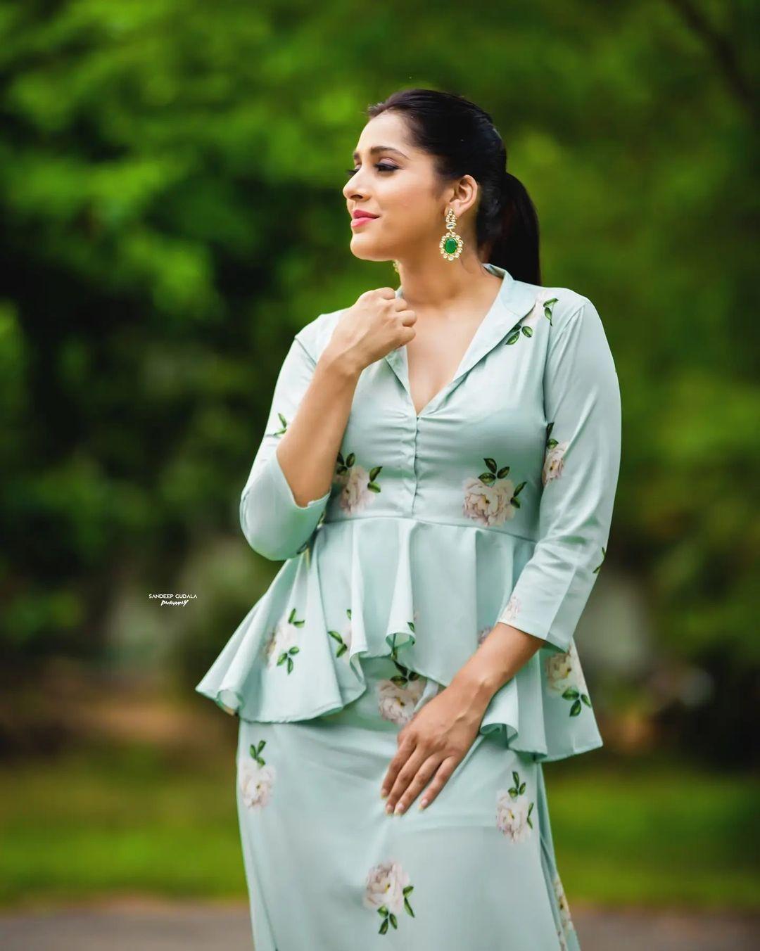 Beautiful actress Rahsmi Gautham in olive green color floral peplum top and bottom. 2021-07-17