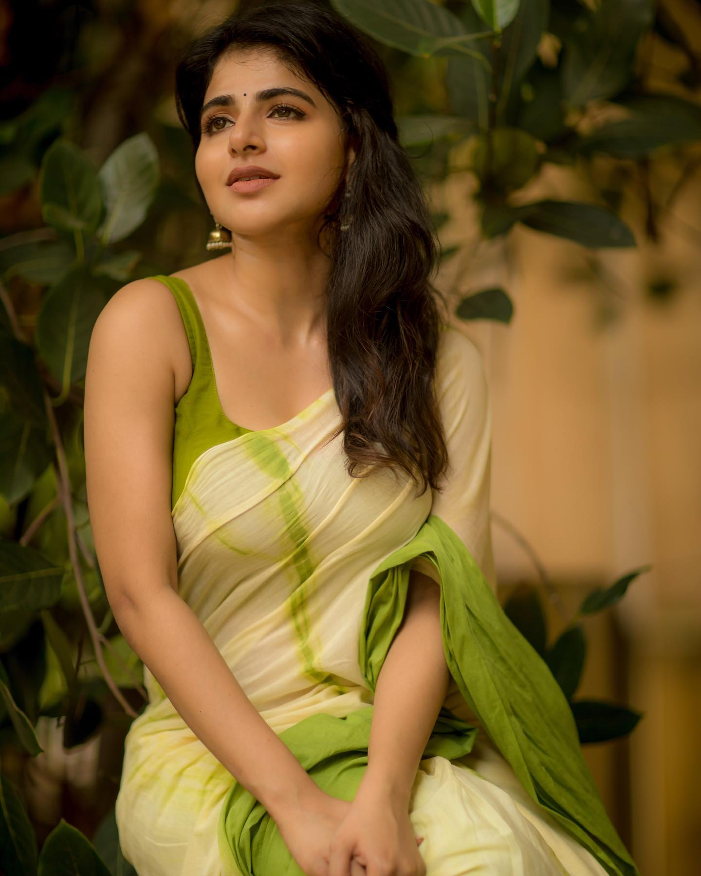 Gorgeous sweetheart Iswarya Menon in  Tie and dye mul saree.   Reach  on +91 7550227897 2021-07-19