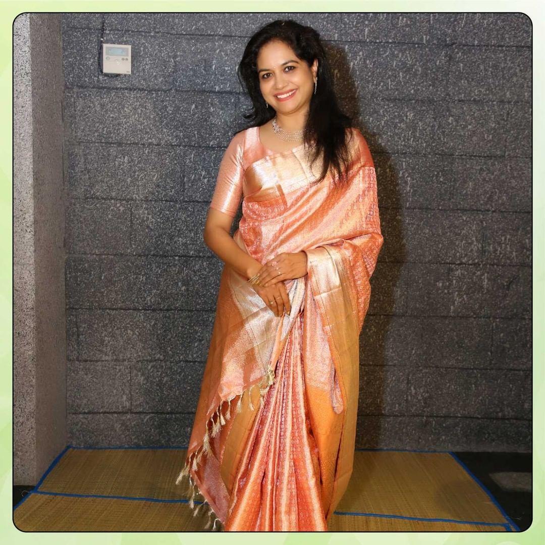 Gorgeous Singer sunitha  swaying her way through this beautiful kanchipattu saree. 2021-07-19