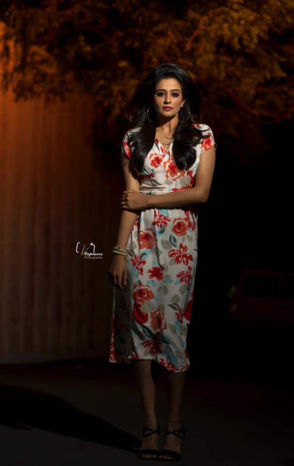 Beautiful actress Priyamani  in floral knee length dress for Dhee kings vs queens. 2021-07-21