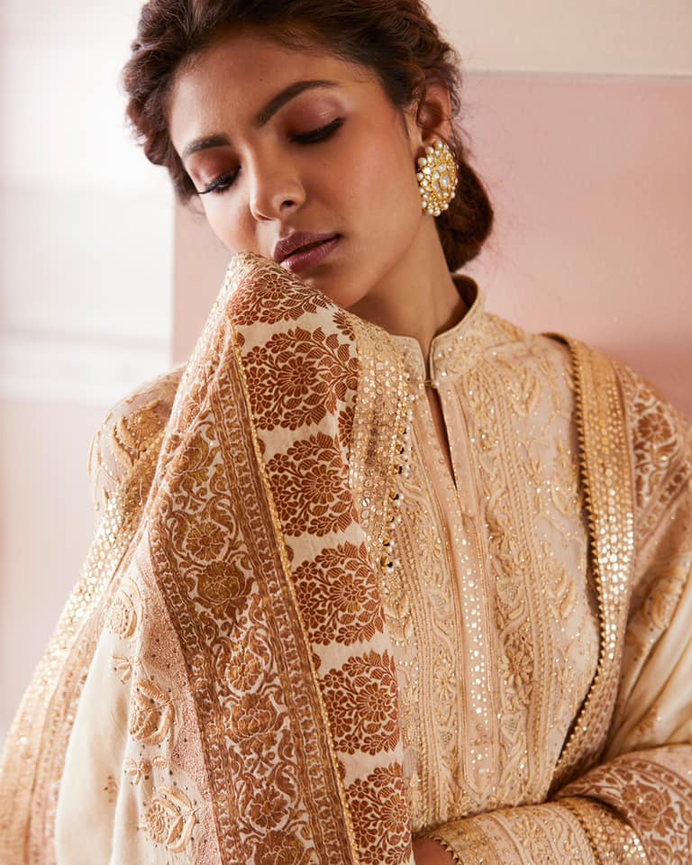 Celebrating lightness . Richa is seen here in  silk chiffon kurta intricately crafted with chikankari jaal. It is paired with a handloom dupatta with chikankari and mukaish embroidery.  2021-07-21