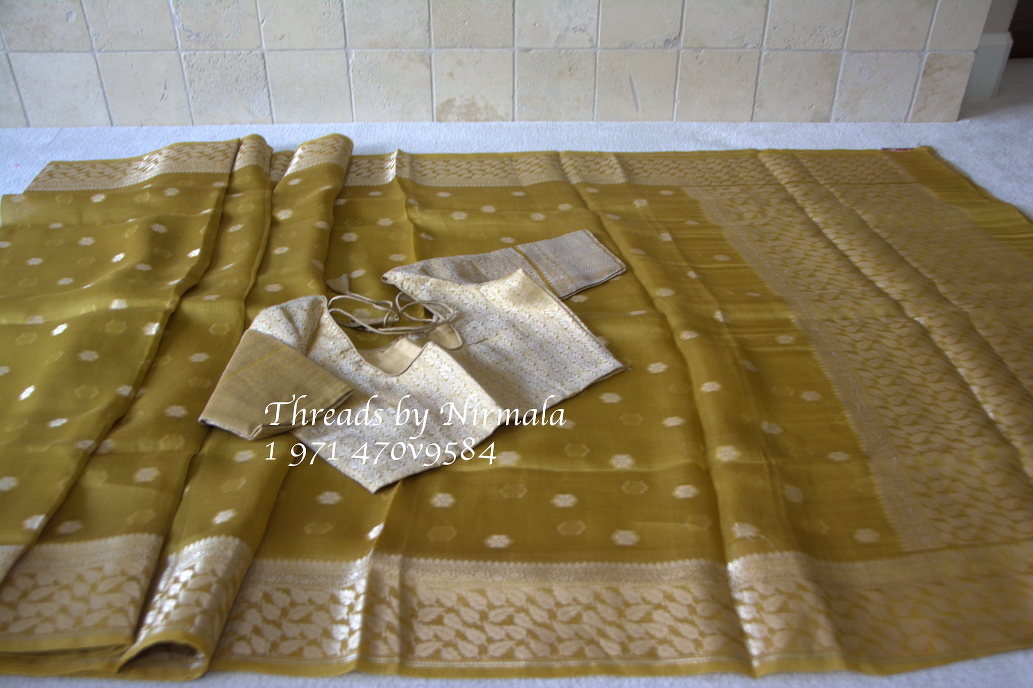 Another unique gold pure organza saree with a benaras blouse. Simple and gorgeous to wear with buttis all over the saree. 2021-07-23