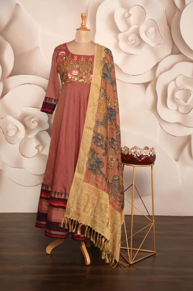 Narayanpet Cotton long frock with heavy yoke work Floor Length with beautiful hand painted chanderi  Silk dupatta !! *Available @ Price 240* Only Dress -140$ Handpainted Dupatta 100$   Size 36/38  Can be altered  Pant Leggings 2021-07-23