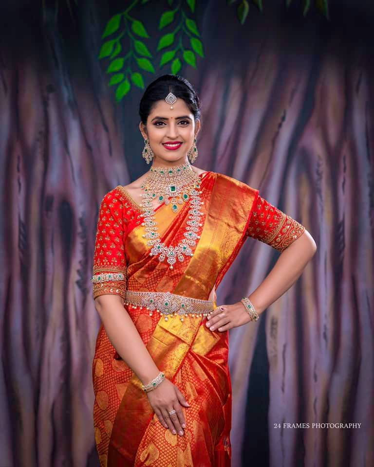 Beautiful Shyamala in kanchi pattu saree!! Charming elegance of the red hue and the delicate translucence makes this beautiful kanchipuram Saree a mesmerizing dream for brides.  For orders please WhatsApp  at 7995481918 Email - privacollective@gmail.com Call - 9160560480 2021-07-24
