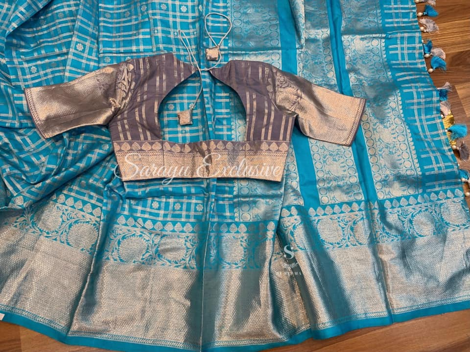 Type: Kanchi Silk. Description: Copper sulphate Blue and grey Pure Kanchi Silk complemented contrast grey Patterned blouse !!  Blouse: Yes. Fall and Pico: Yes. Inner Skirt : No . Tassels : Yes . Price :  445$. 2021-07-26