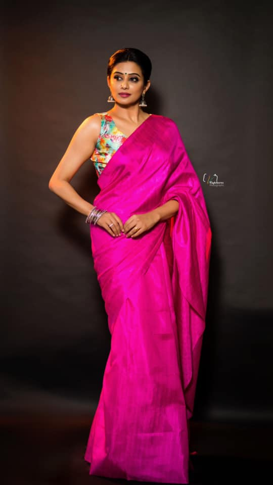 Beautiful actress Priyamani in pink saree and floral blouse for Dhee kings vs queens. 2021-07-28