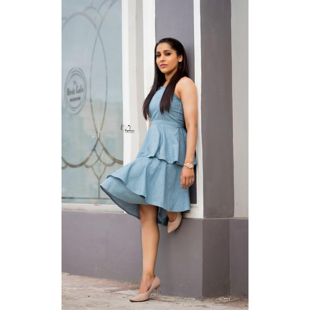 Stunning actress Rashmi gautham in knee length ruffle dress. 2021-07-29