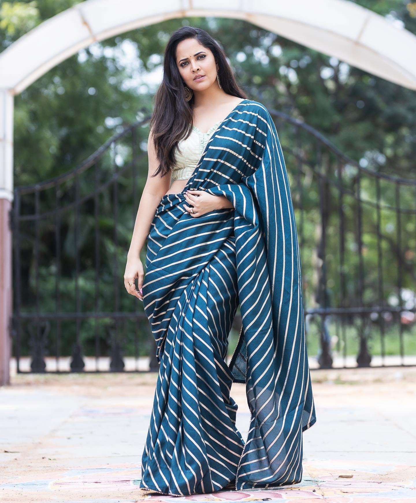Beautiful actress Anasuya Bardwaj in leheriya saree. 2021-07-30