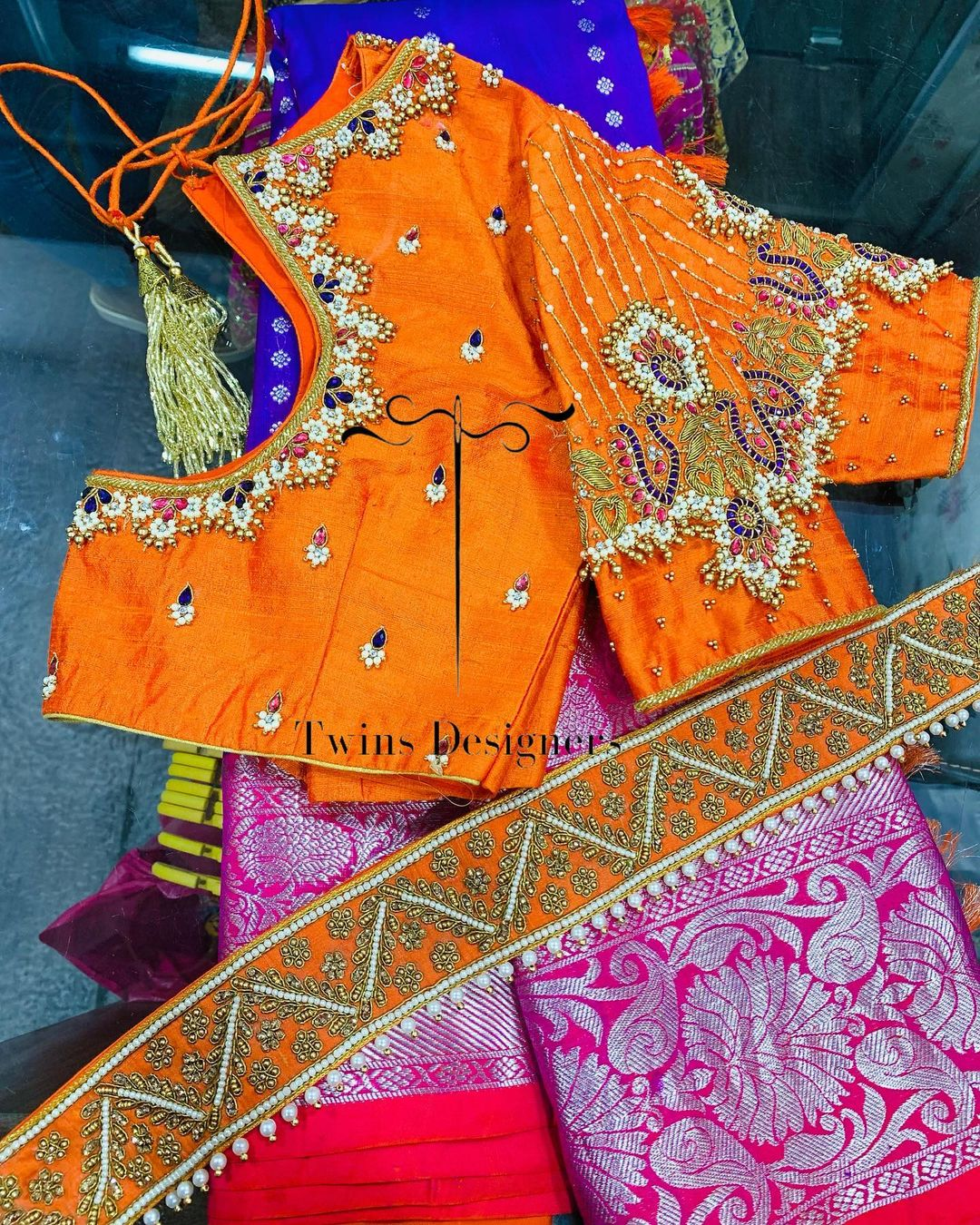 Kanchipattu saree paired with contrast maggam work blouse. 2021-08-03