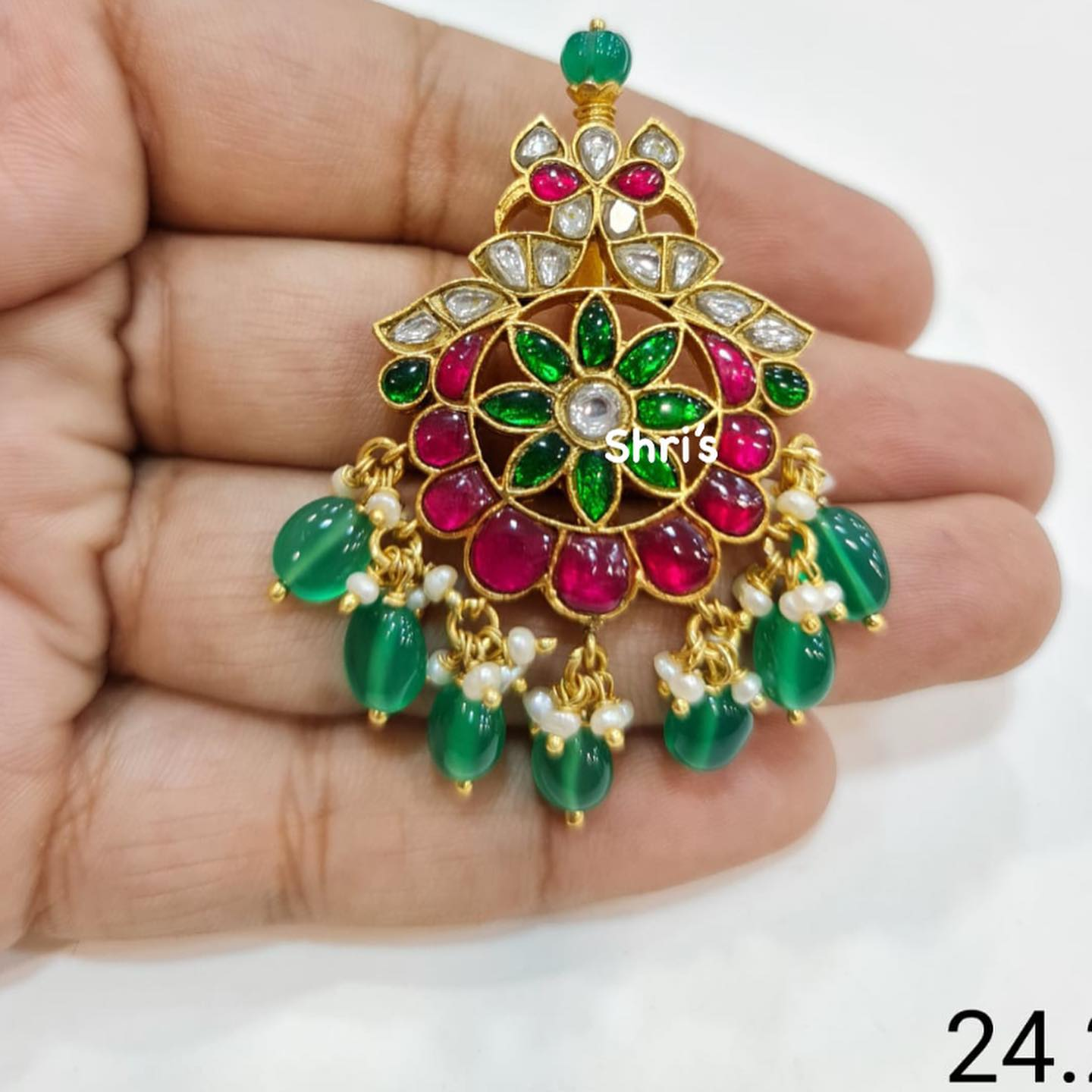 kundan Pendant collection  Only avlbl  @shrisilverjewellery_28  Gold replica designs in silver For orders Dm @7981196428 2021-08-04