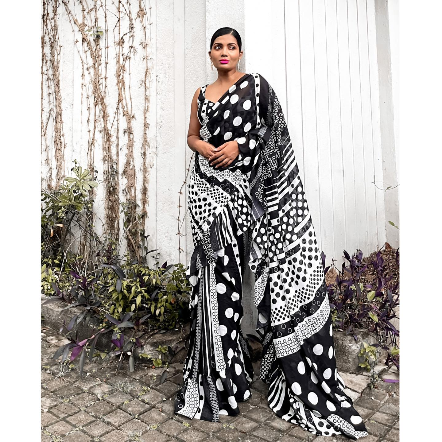 RETRO  This is a stunning printed georgette ruffle sari for that retro vibe. It's light weight and easy to drape. The blouse is a black raw silk. 2021-08-05