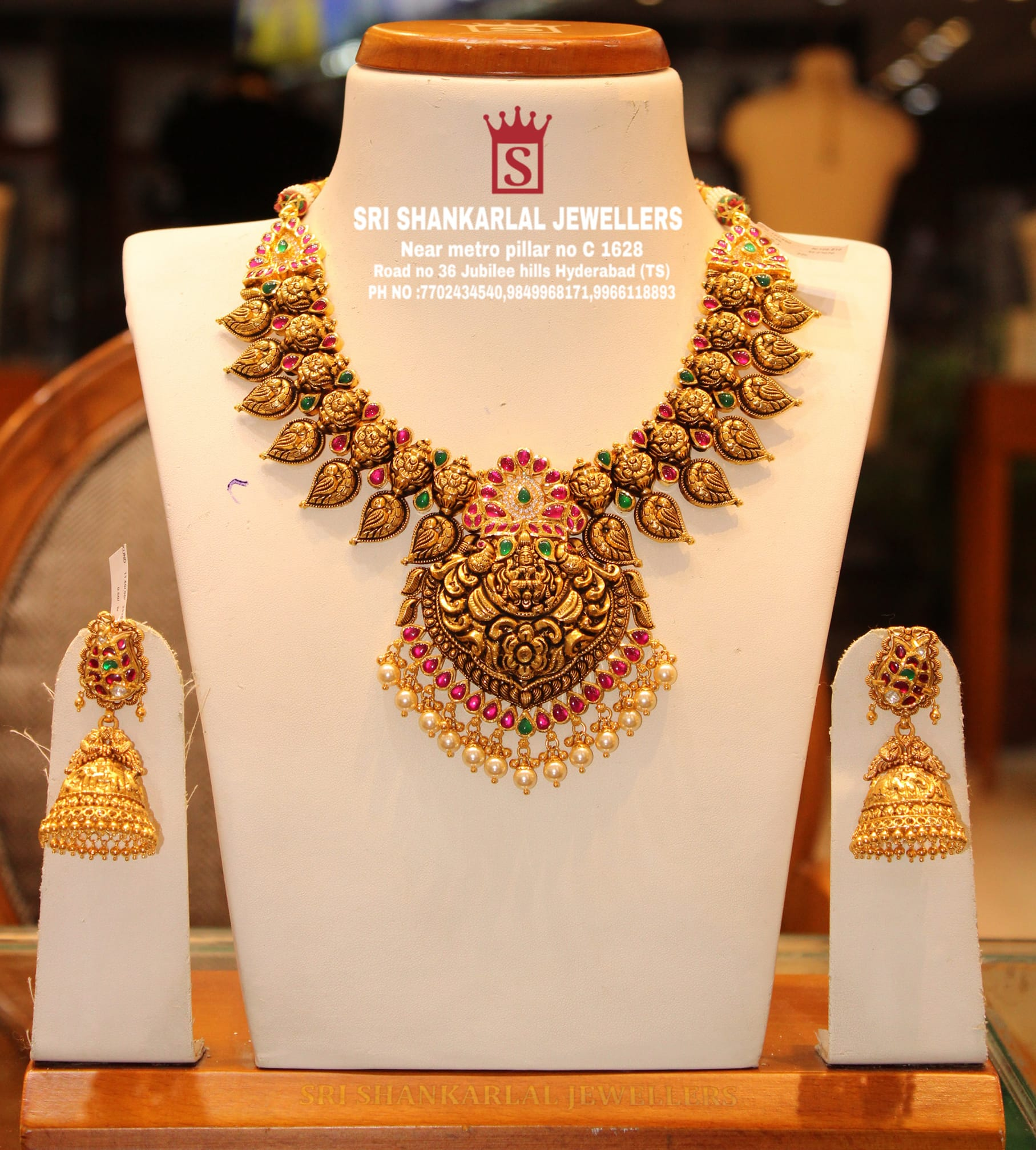 Latest Kundan Laxmi Necklace in light weight and heavy looking jewellery and vast collection Please visit us on video call to see complete Collection Phone number 7702434540;9849968171;9966118893 to see more collection 2021-08-08