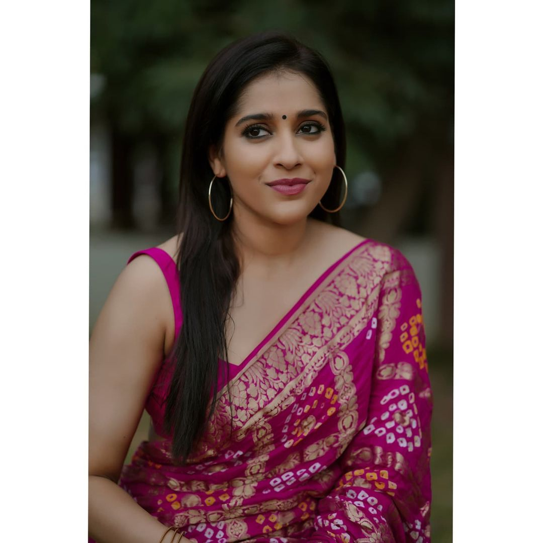 Gorgeous actress Rashmi Gautham in pink color saree. Saree by Anvitha Collections. 2021-08-15