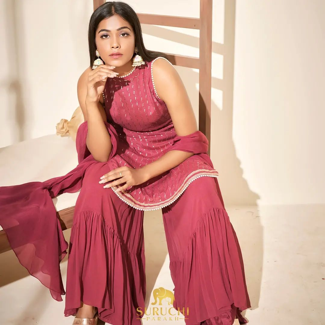 Shararas are like the black denims of Indian wardrobe. No matter if it's a pooja or wedding or a small traditional gathering with the fam pair the Sharara with a Kurta or a crop top and you're good to go. Do you own a good pair of Sharara? If not get it for the coming festivity! 2021-08-19