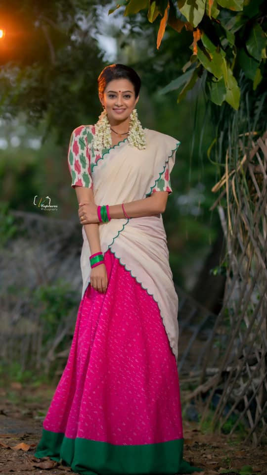 Beautiful actress Priyamani in off white and pink color combination langa voni for Dhee kings vs queens.  2021-08-25