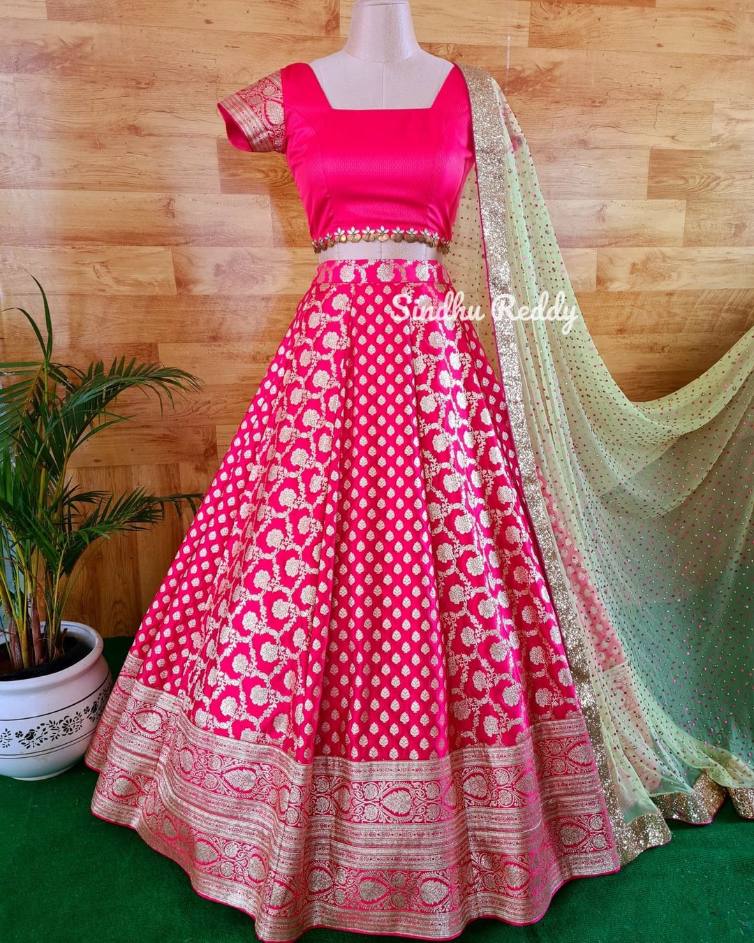 Magnificence of a Banarasi Lehenga.  If you are enthusiastic about wearing a wedding Lehenga that is not heavy but rather still looks lofty at that point a Banarasi silk Lehenga is your go-to decision! 2021-08-26