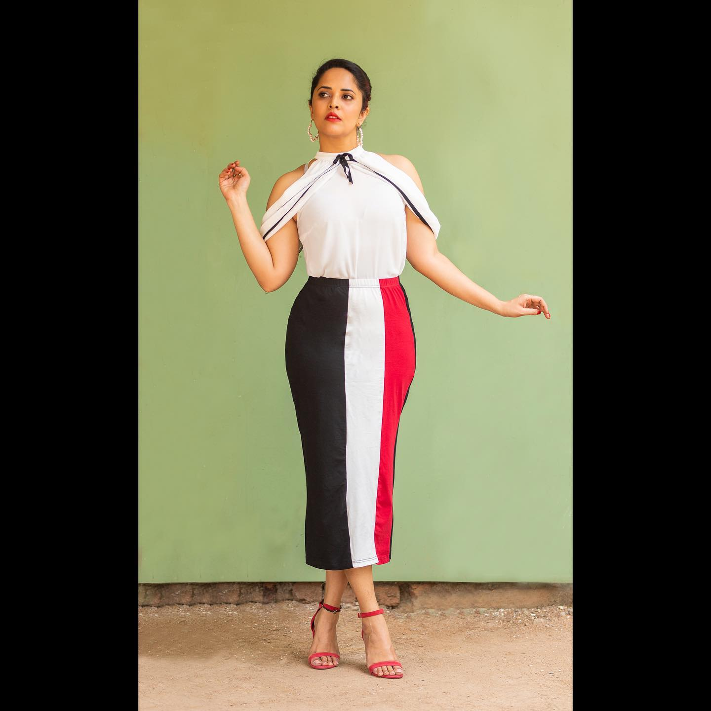 Beautiful actress Anasuya Bardwaj in cold shoulder halter neck dress. 2021-08-27