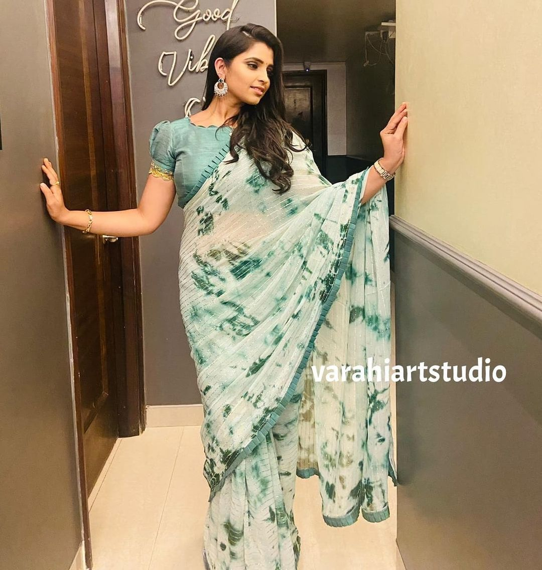 Beautiful Anchor Syamala in Varahi's contemporary saree collection ..  For orders and Enquiries reach  on Whatsapp: +91 9490713125 .. .. 2021-08-29