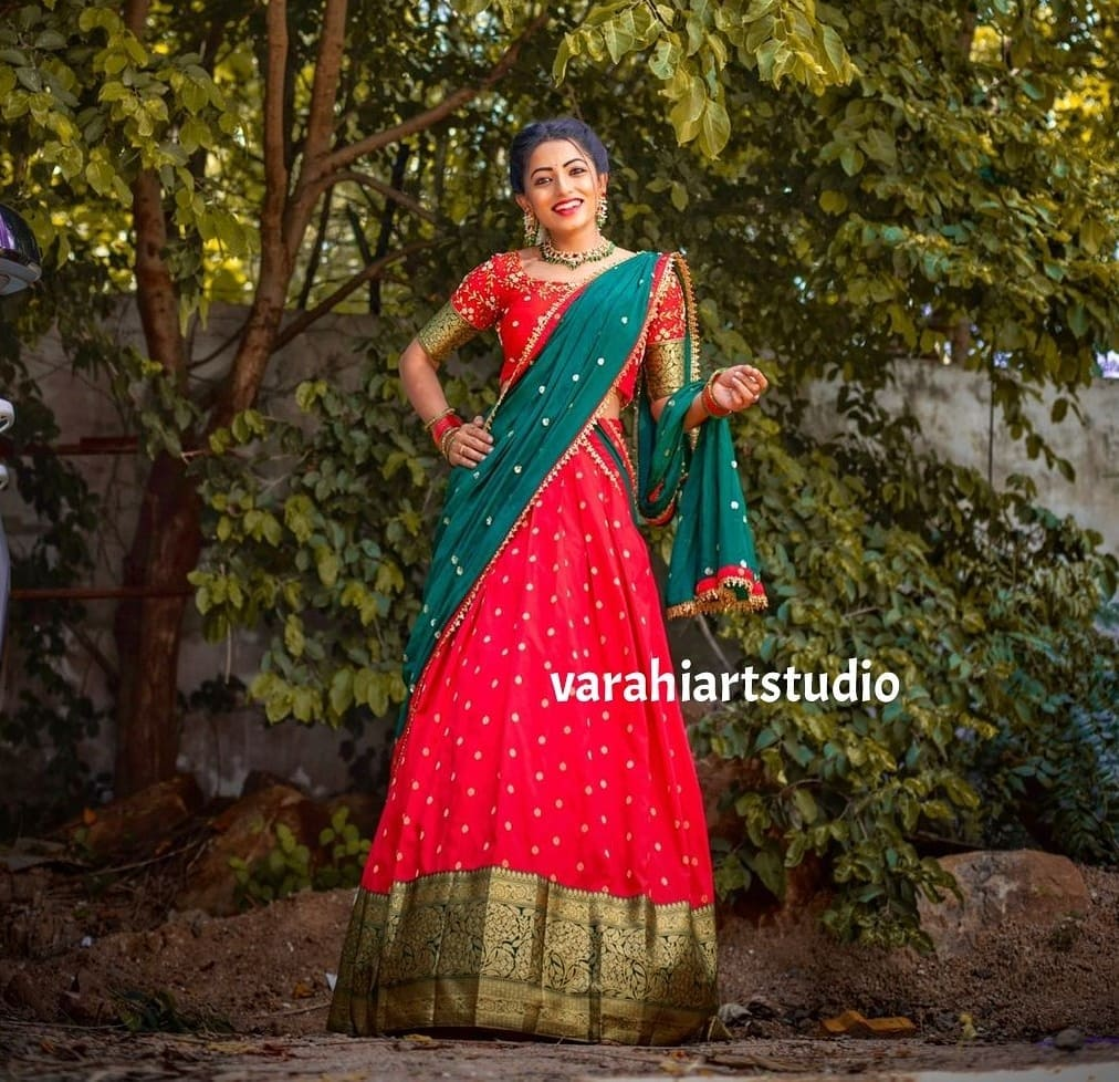 Stunning anchor Navya Swamy in pattu halfsaree. For orders and Enquiries reach  .on Whatsapp: +91 9490713125 2021-08-31