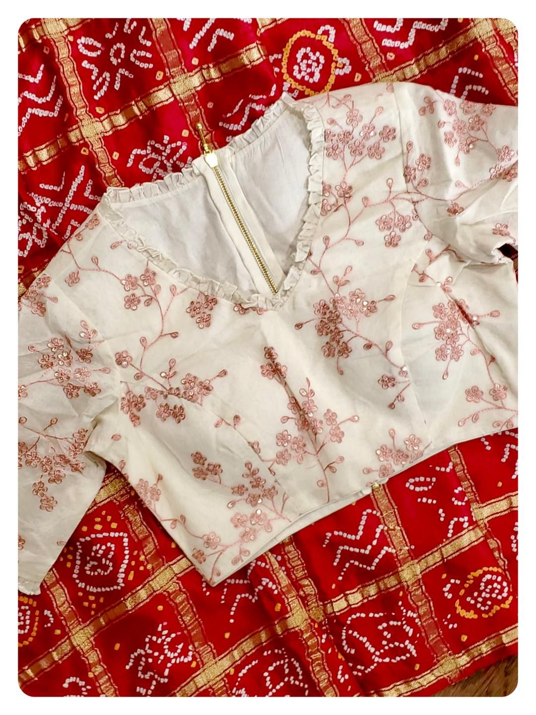 Bandini Gharchola on pure gaji silk - now available in two new colors !!  Paired with contrast off white blouses - these r simple yet so elegant and classy !  DM 360-545-3636 for inquiries 2021-09-04