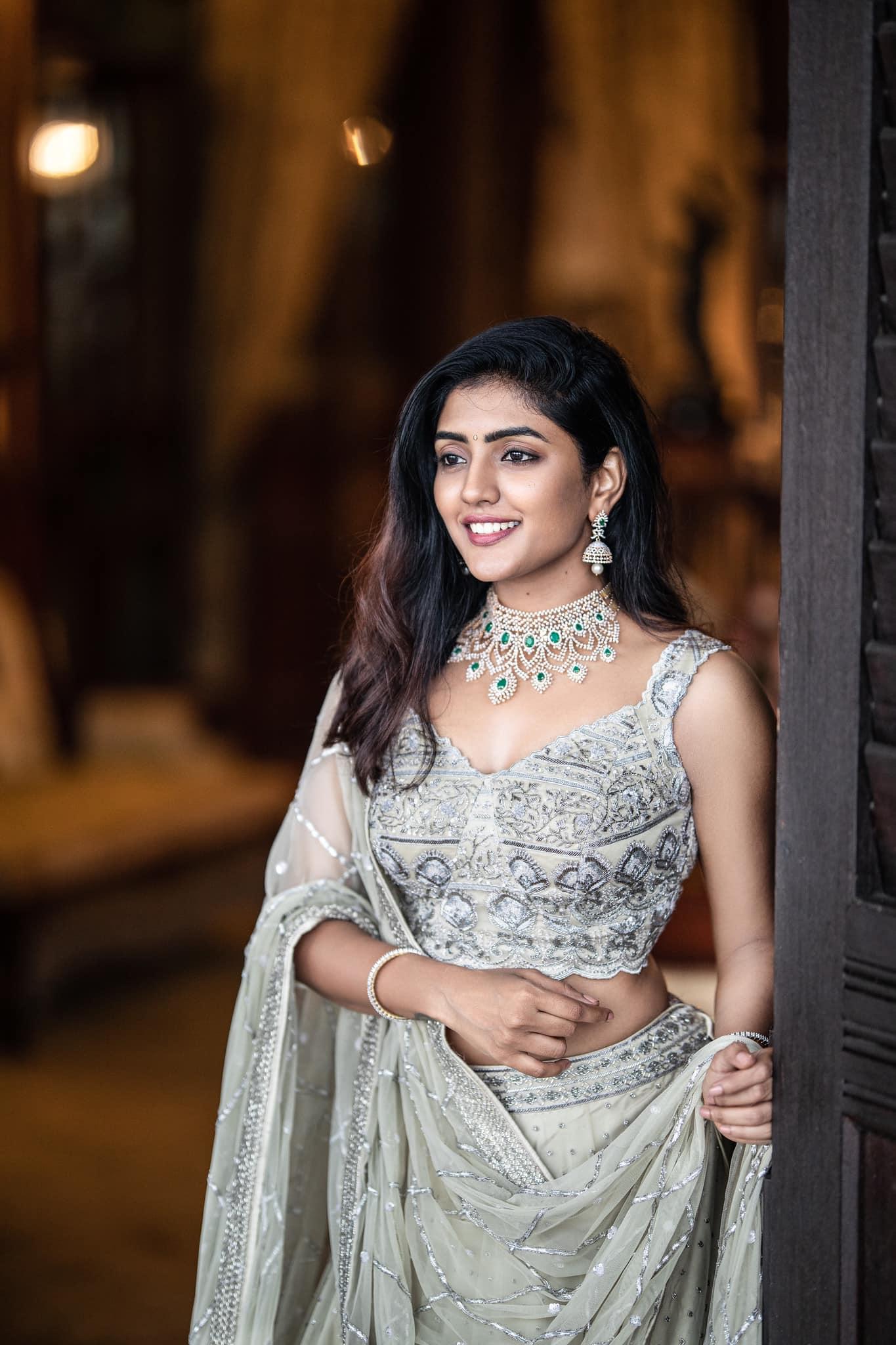 Beautiful actress Eesha Rebba in Sashi Vangapalli silver bridal lehenga set. 2021-09-06